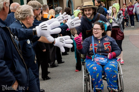 A guest gets a personal wave from every cast member at closing hours
